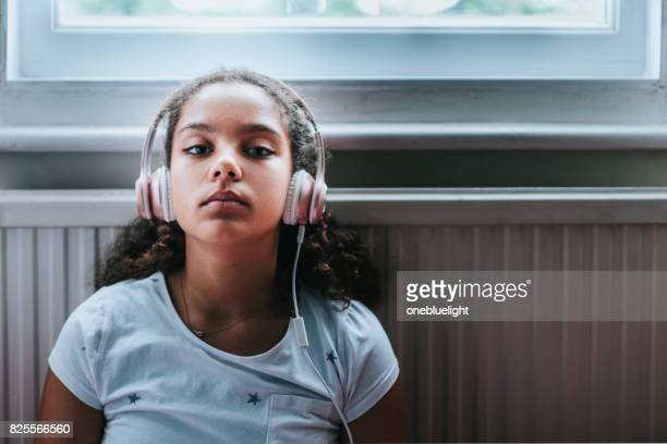 child (11-12) listening to music - onebluelight stock pictures, royalty-free photos & images