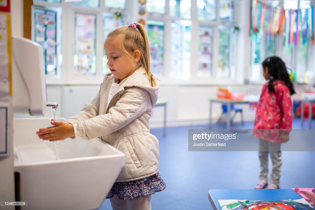 Children Maintain Social Distancing at Earlham Primary School : News Photo