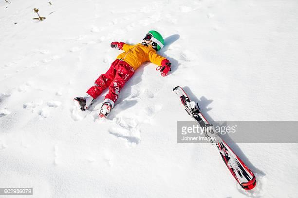child on snow with snowboard - ski slalom stock-fotos und bilder