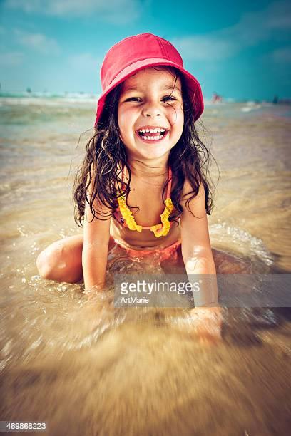 enfant sur la plage - rivage photos et images de collection