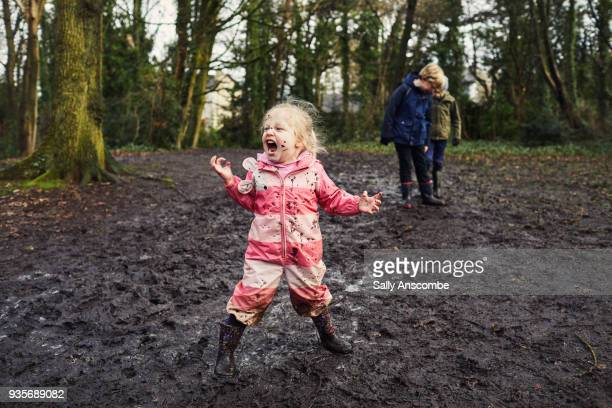 child playing outdoors with mud on her face - dirty little girls photos stock pictures, royalty-free photos & images
