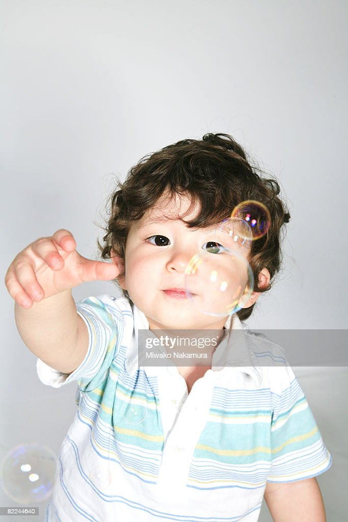 Child playing with an air bubbles : Stock Photo