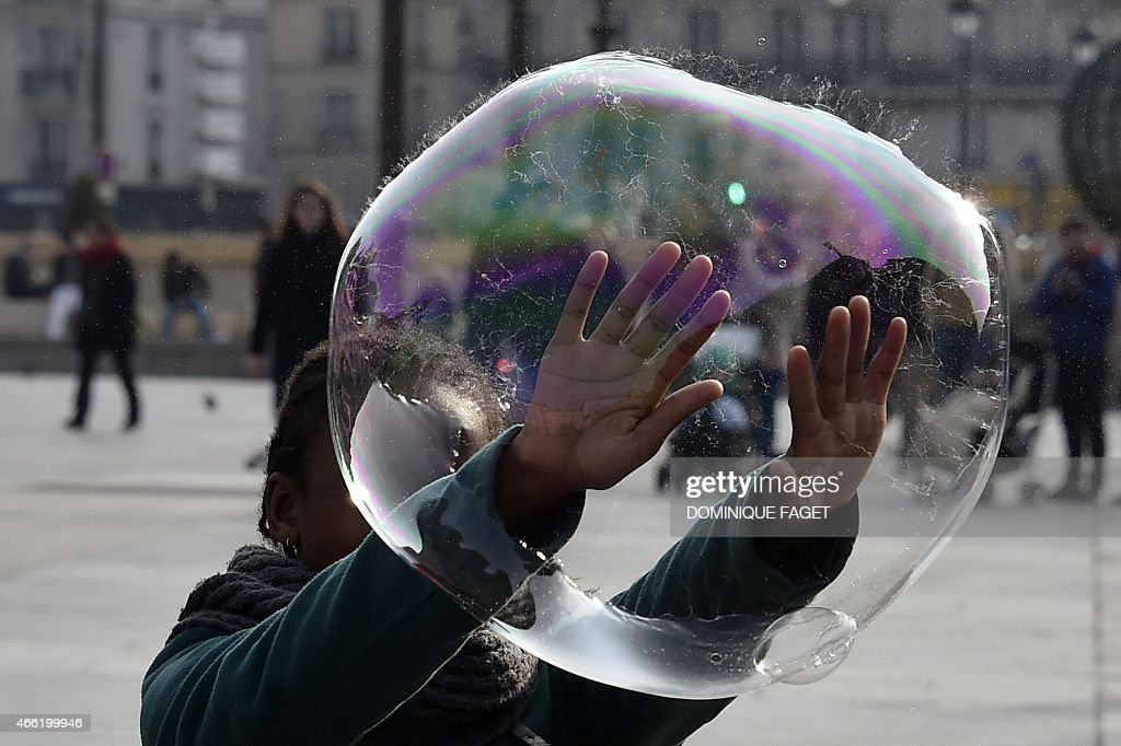 FRANCE-SOAP-BUBBLE-LEISURE : News Photo