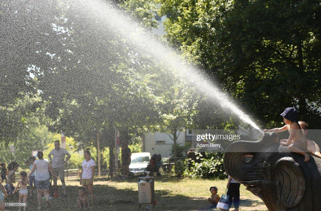 Temperatures Soar Across Germany, Again : News Photo