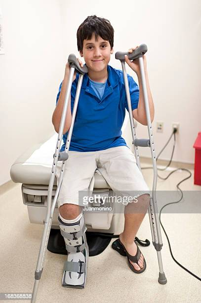 child posing at doctors office - cast colors for broken bones stock pictures, royalty-free photos & images