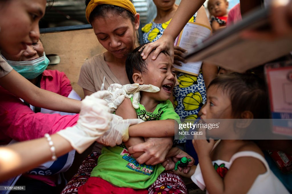 TOPSHOT-PHILIPPINES-HEALTH-MEASLES-VACCINATION : News Photo