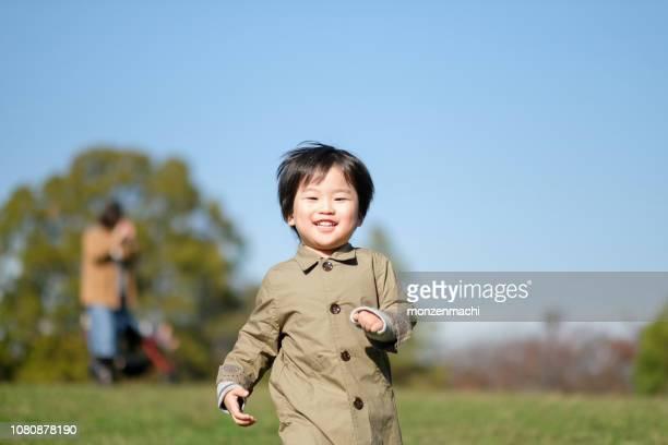 公園で走っている子