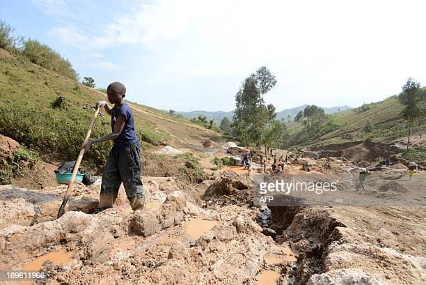 Child separates mineral from rock and sand on May 28, 2013 near the Mudere mine, outside Rubaya, some 9 kms from the eastern Democratic Republic of...