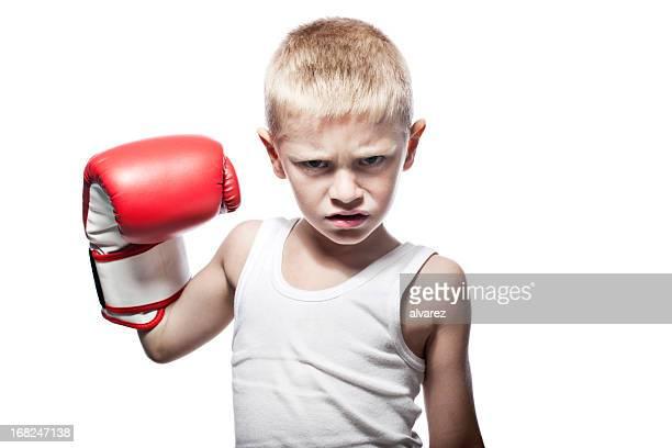 Crianças mostrando os músculos com luvas de Boxe