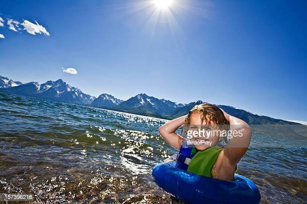 Kind Schwimmen Jackson Lake, Grand Tetons National Park.
