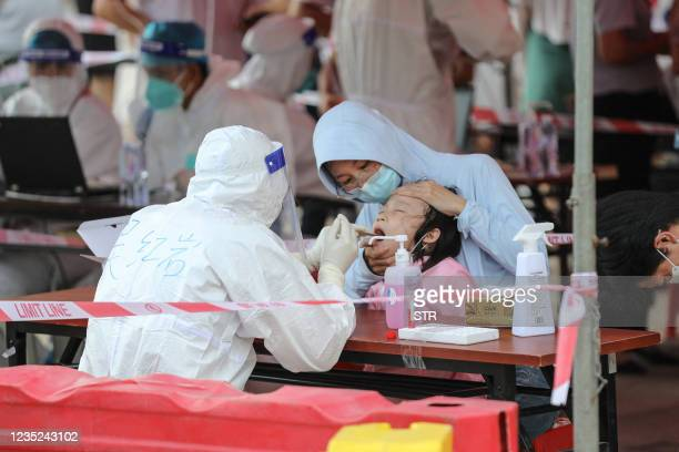 Child undergos a nucleic acid test for the Covid-19 coronavirus in Xiamen, in China's eastern Fujian province on September 14, 2021. - China OUT /...