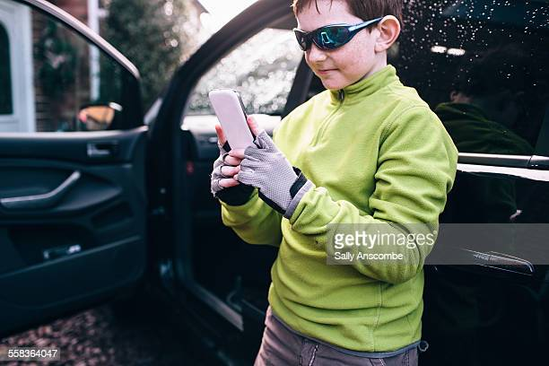 Child using a smart phone