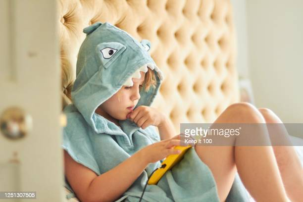 child using digital portable device - digital tablet stock pictures, royalty-free photos & images