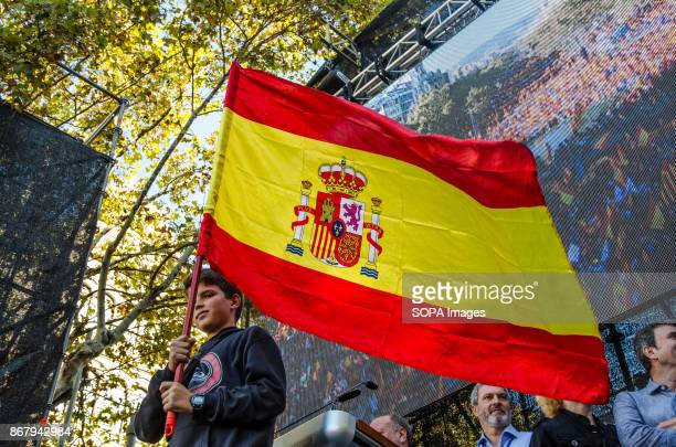 A child waved a Spanish flag on the stage Two days after the catalan Government decreed the independence of Catalonia and according to the organizers...
