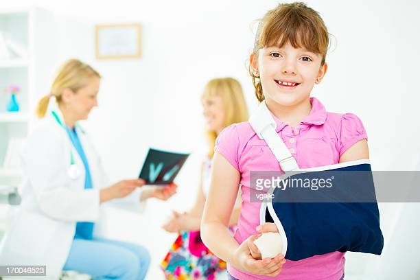 child with broken arm at doctors office. - broken arm stock pictures, royalty-free photos & images