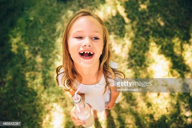 Kind mit Getränk park