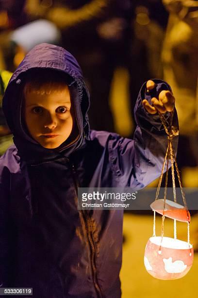 child with lantern - paraden stock-fotos und bilder