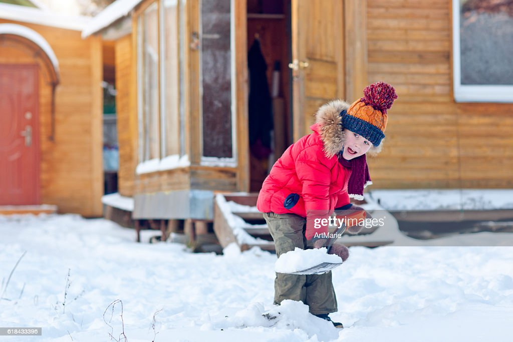 Child with shovel in winter : Stock Photo