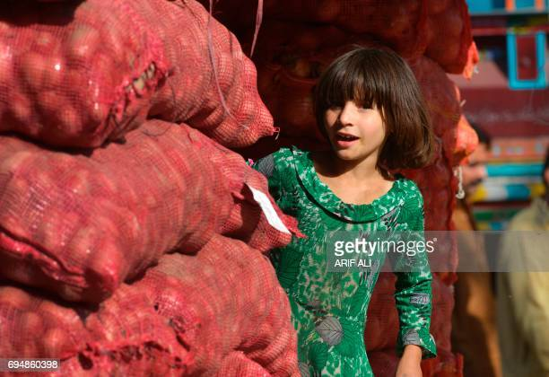 A child works in a market in Lahore on June 11 2017 June 12 marks World Day Against Child Labour / AFP PHOTO / ARIF ALI