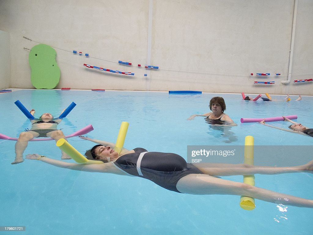 Amazing Childbirth Preparation Class With A Midwife Gymnastics And Relaxation In Swimming  Pool