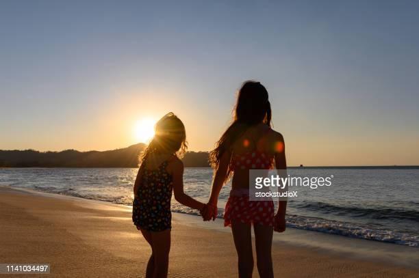 recuerdos de la infancia de vacaciones - península de nicoya fotografías e imágenes de stock