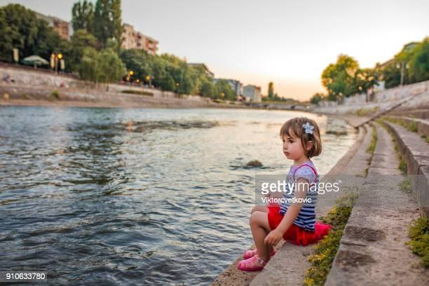 Enfance au bord de la rivière