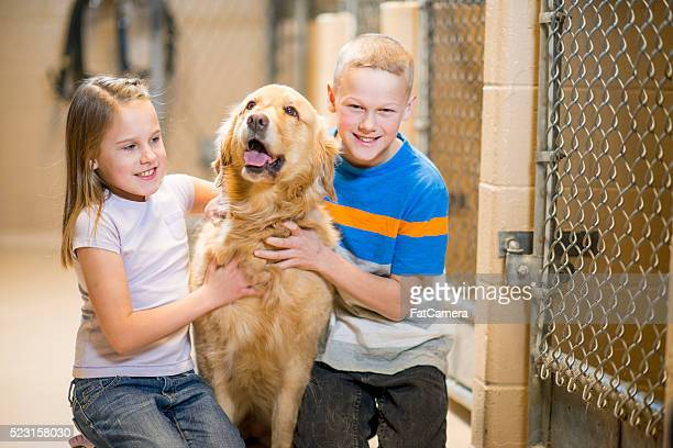Enfants l'adoption d'un chien