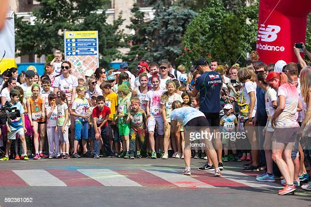 Children are ready for race at 1 km