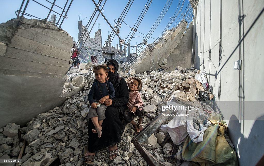 Families rebuild their houses in Jarabulus : News Photo