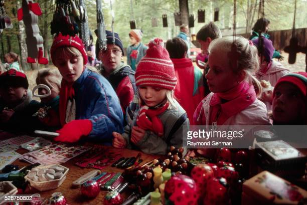 children at souvenir kiosk - bialowieza forest stock pictures, royalty-free photos & images
