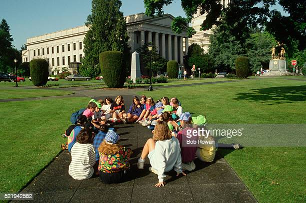 children at washington state capital building - olympia washington state stock pictures, royalty-free photos & images