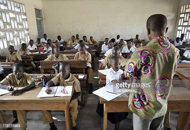 Children attend class on April 26 2011 in the BAD school in the Koumassi popular neighborhood of Abidjan as the governemnt of Alassane Ouattarasa...