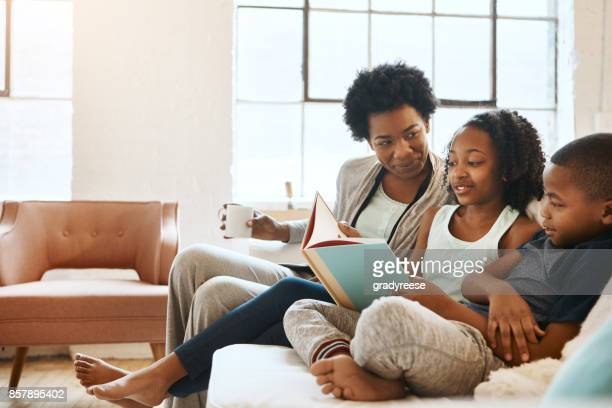 children benefit the most from reading - an american daughter benefit reading stock pictures, royalty-free photos & images