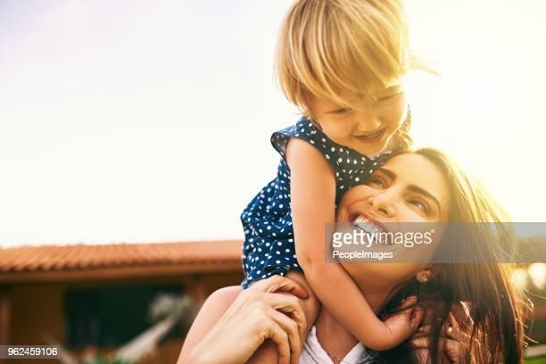 crianças trazem a luz do sol para todos os nossos dias - mother - fotografias e filmes do acervo