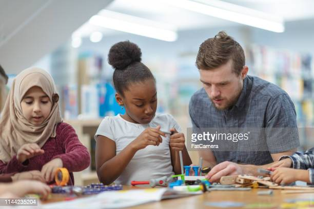 children building circuits together - science photo library stock pictures, royalty-free photos & images