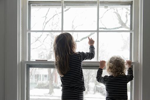 Children by window - gettyimageskorea