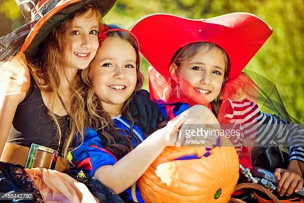 niños de celebrar halloween - fete fotografías e imágenes de stock