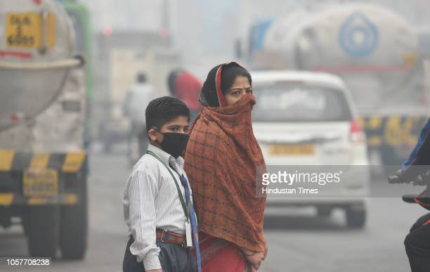 Children cover their face as air pollution reaches hazardous level on November 5 2018 in New Delhi India On Monday the overall Air Quality Index of...