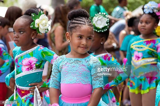 Kinder Tänzer in einer parade während des Karnevals, St. John, USVI