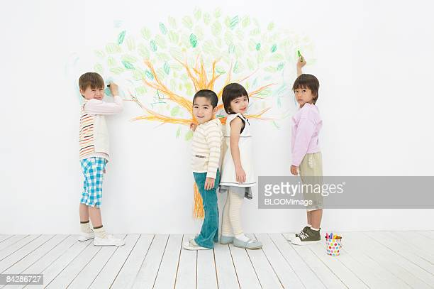 Children drawing a tree