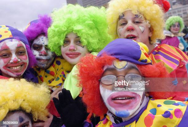 Children dressed as clowns march during Philadelphia's 86th Annual Thanksgiving Day Parade on November 24, 2005 in Philadelphia, Pennsylvania, USA....