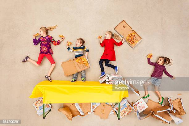 children eating pizza at party - 食べ過ぎ ストックフォトと画像