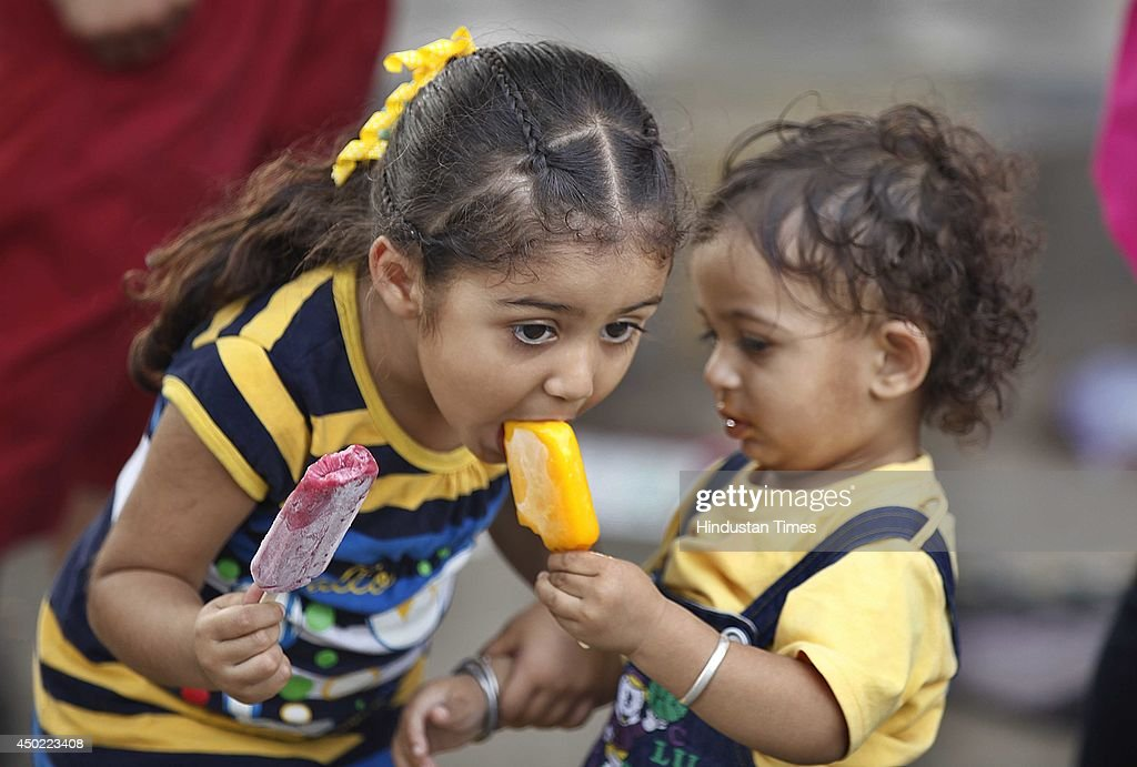 Heat Wave Hits Normal Life In North India : News Photo