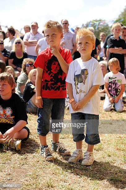 Kinder genießen Sie die Musik auf dem Zwarte-Festival