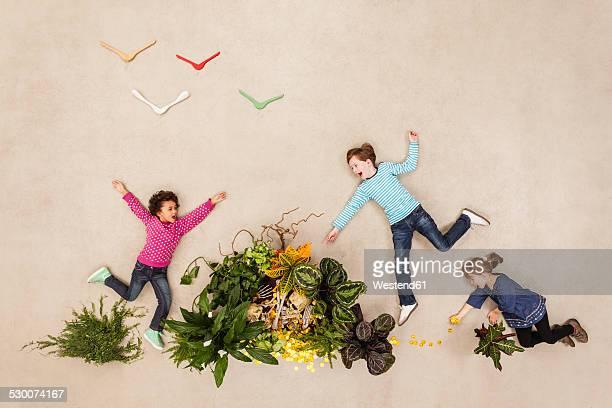 Children finding gold treasure