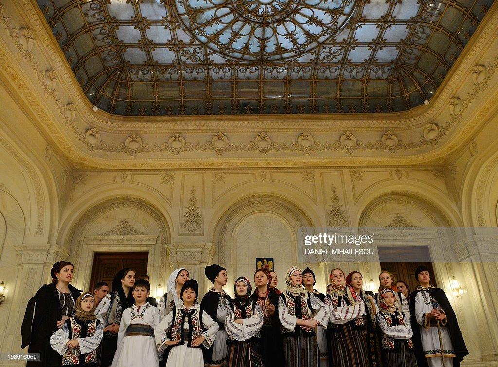 ROMANIA-POLITICS-GOVERNMENT : News Photo