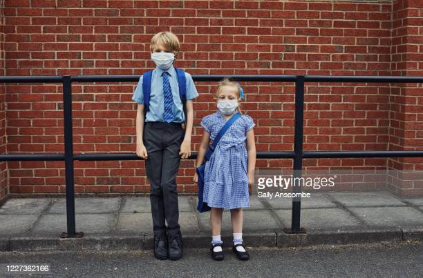 children going to school wearing face masks - primary school child stock pictures, royalty-free photos & images