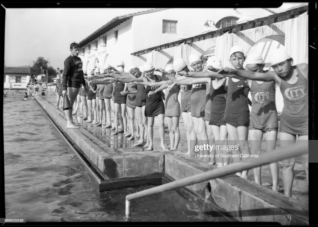 children-in-a-swimming-class-at-griffith-parks-pool-los-angeles-1931-picture-id969005536
