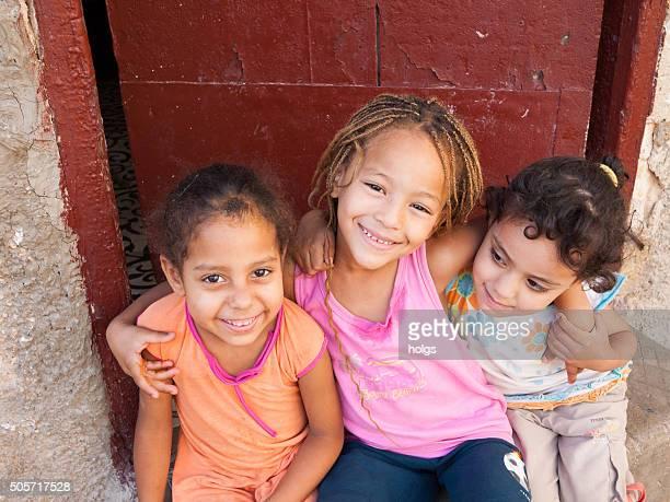 kinder in fes, marokko - nordafrika stock-fotos und bilder