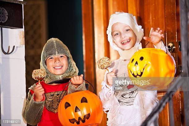 Niños en halloween el vestuario